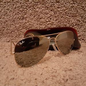 Ray-Ban Aviators Sunglasses FRAME:Gold LENSES:ligh